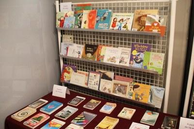 25N a Bellpuig Exposició de llibres per la igualtat de gènere i la violència zero.jpg