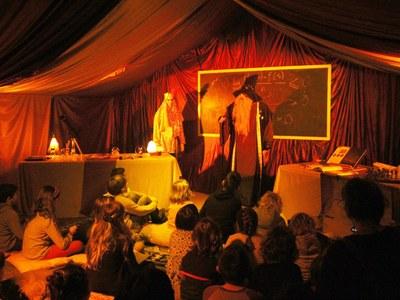 """El """"Mag Galderic"""" visita el Parc de Nadal de Bellpuig per recollir les cartes de Ses Majestats els Reis Mags d'Orient"""