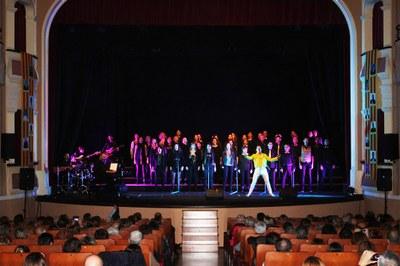 El Cor de l'Orfeó Lleidatà dirigit per Pedro Pardo, ofereix l'espectable Christmas.cat al Teatre Armengol de Bellpuig