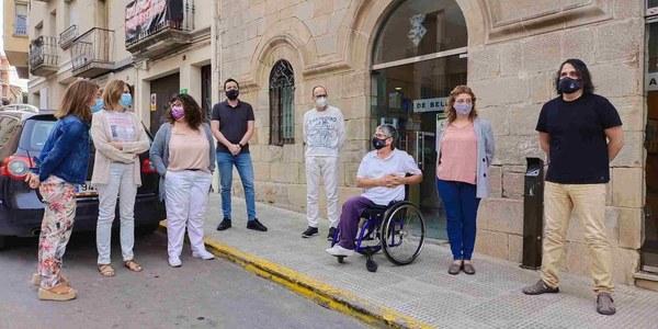 El personal de l'Ajuntament de Bellpuig surt al carrer per protestar per la detenció de Carles Puigdemont