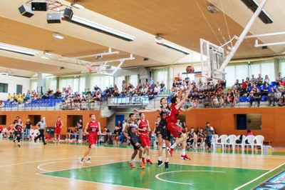2n Torneig internacional VM DEVELOPS BASKETBALL BELLPUIG Partit Final Basket Zaragoza i Valencia Basket Club.jpg