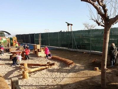 L'Escola bressol municipal l'Escoleta de Bellpuig crea un nou pati per apropar la natura a la vida dels infants
