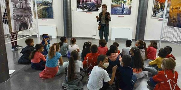 Les escoles de Bellpuig visiten les exposicions de quadres i de cartells dels concursos convocats per la Festa Major