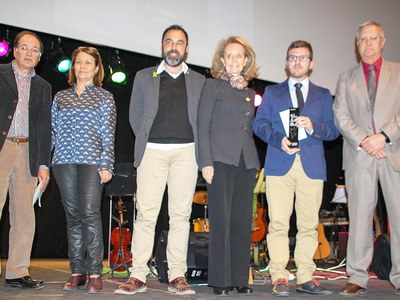 """Vicent Vidal, guanya  el 34è premi Valeri Serra i Boldú de Cultura Popular  amb l'obra: """"Una història de la literatura popular valenciana (1873-2018)"""""""