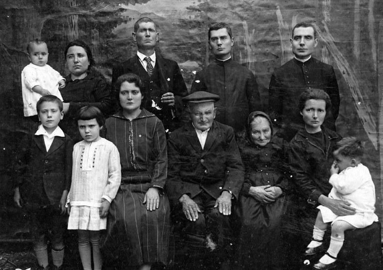 familia Jesus Capdevila 1927.JPG